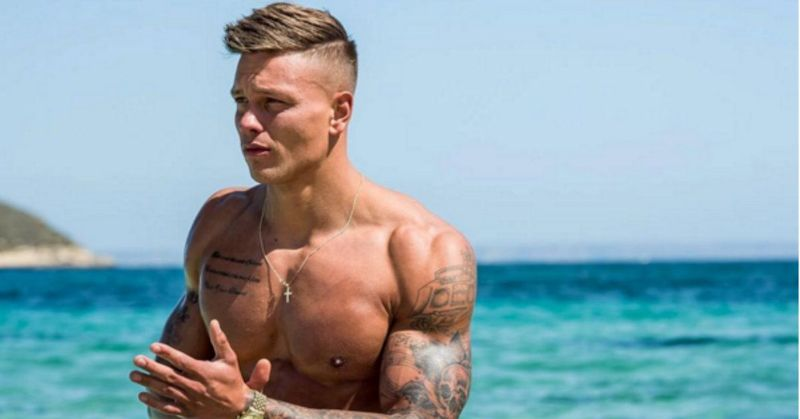MAN CANDY: Love Island's Alex Bowen Shows off His Sea Snake [NSFW]