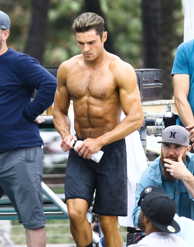 Picture Shows: Zac Efron March 08, 2016 Actor Zac Efron shows off his toned beach bod while preparing to film a shirtless scene for the upcoming 'Baywatch' film in Miami, Florida. Non-Exclusive UK RIGHTS ONLY Pictures by : FameFlynet UK © 2016 Tel : +44 (0)20 3551 5049 Email : info@fameflynet.uk.com