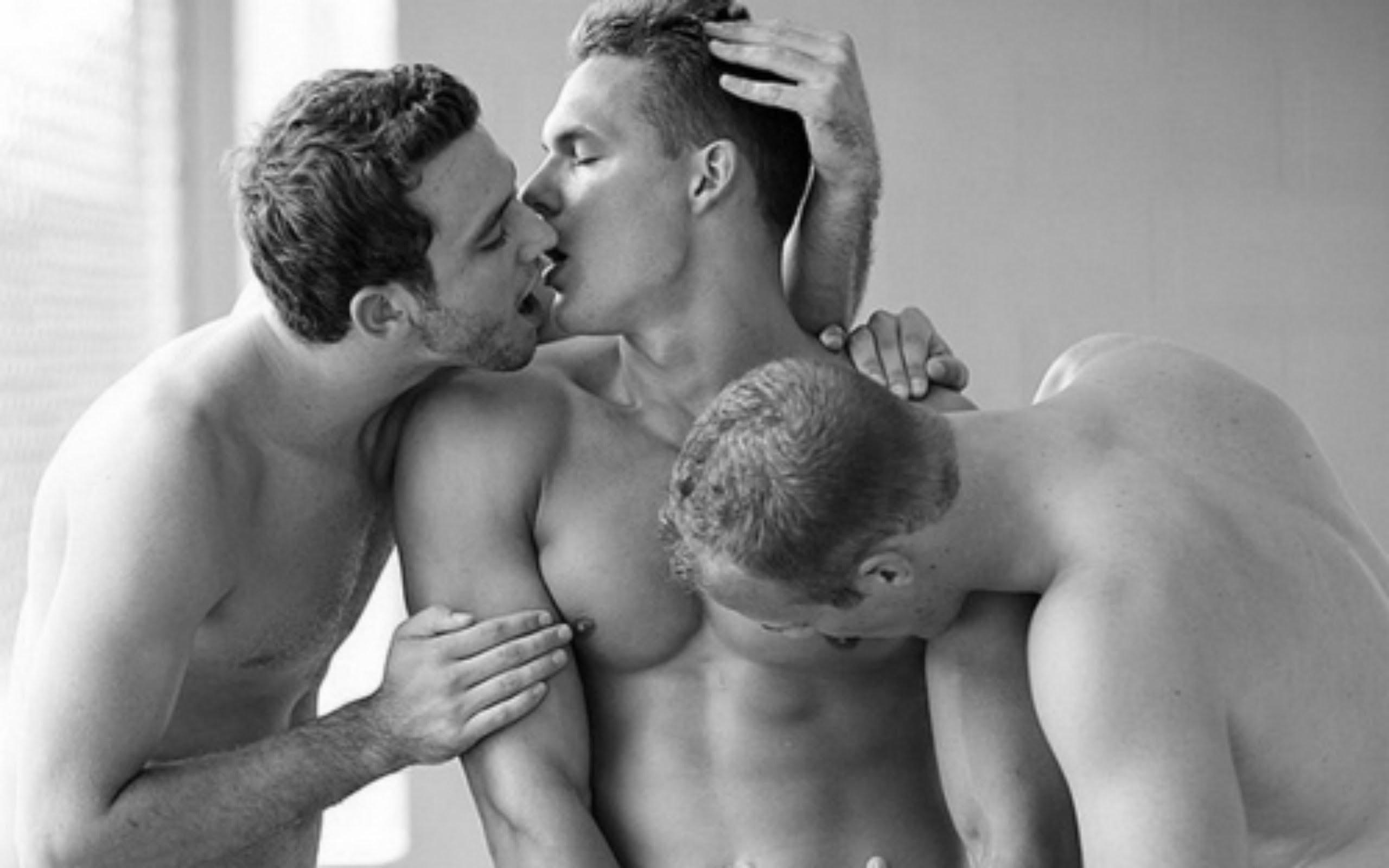 Порно целуются друг муж