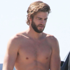 MAN CANDY: Liam Hemsworth Bulges, gets Hands-On at the Beach