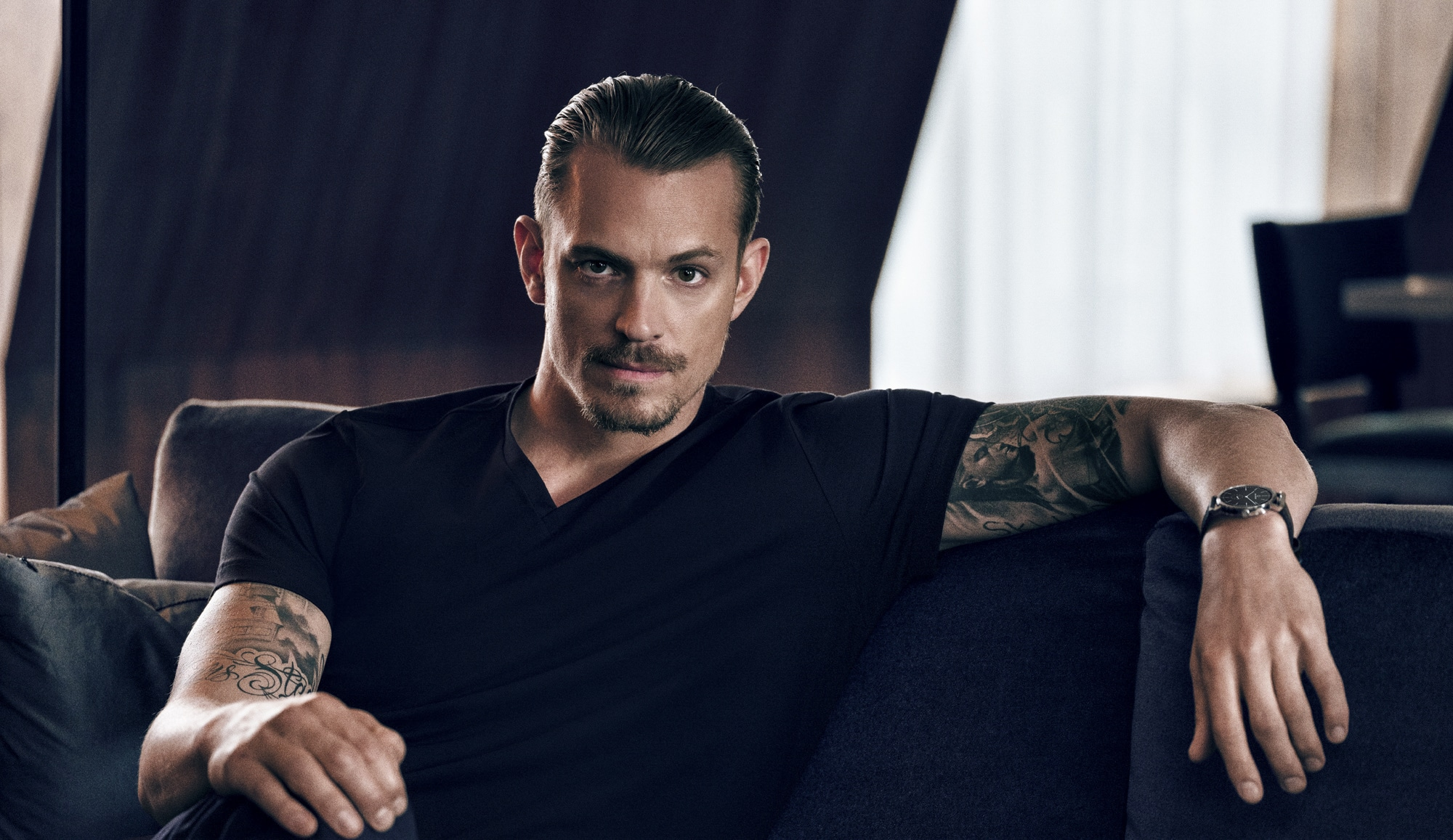 Altered Carbon Male Frontal joel kinnaman bares his buns in netflix series 'altered
