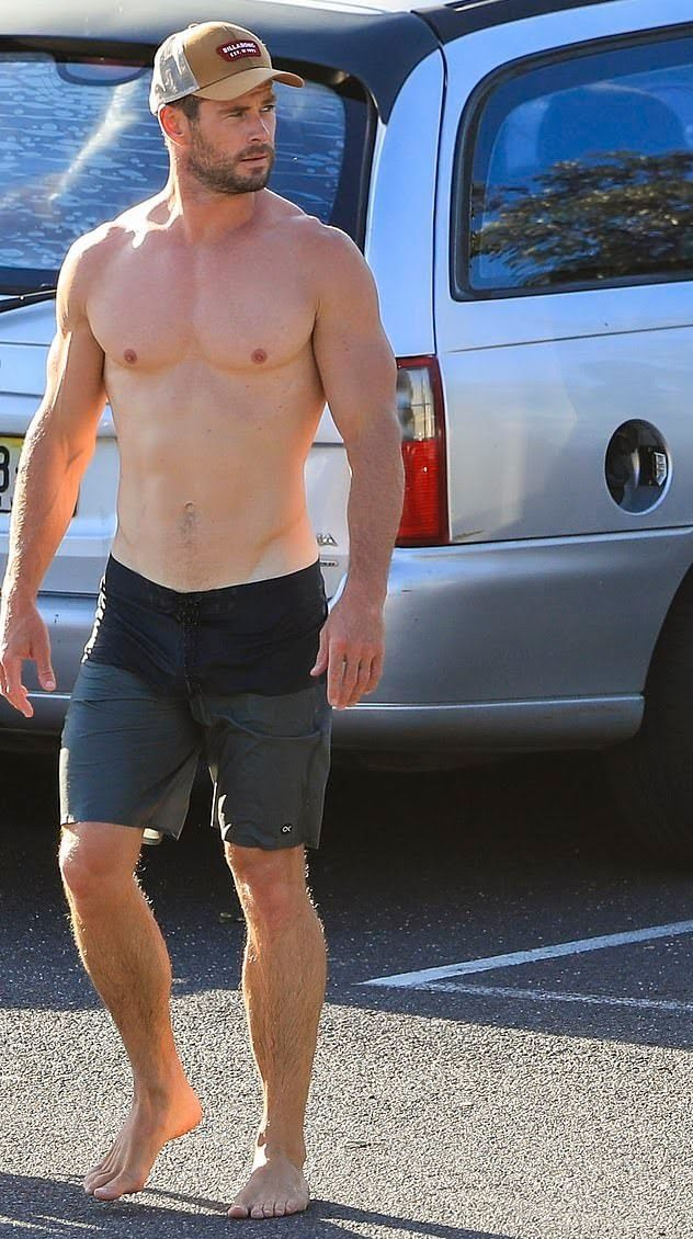 chris Hemsworth pénisz)