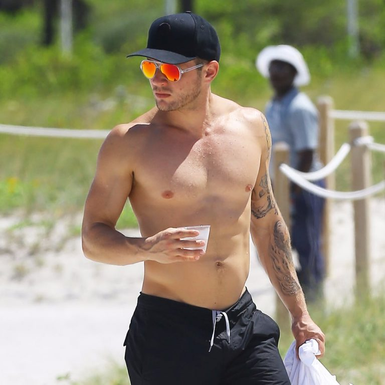 Just 15 Photos of Ryan Phillippe Being Fine As F**k